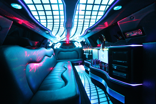 8-10-passenger-traditional-limousine-interior-1