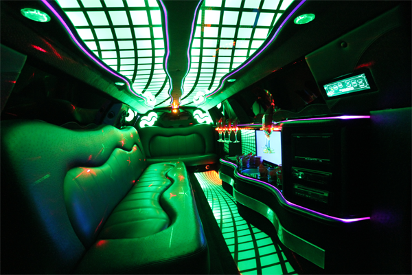 8-10-passenger-traditional-limousine-interior-2
