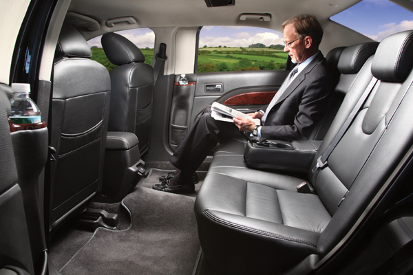 Lincoln Town Car Sedan Interior 2
